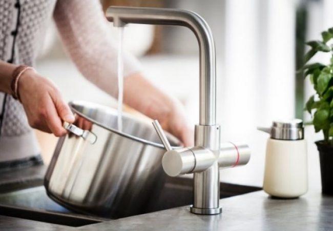 Kokend water kraan met boiler