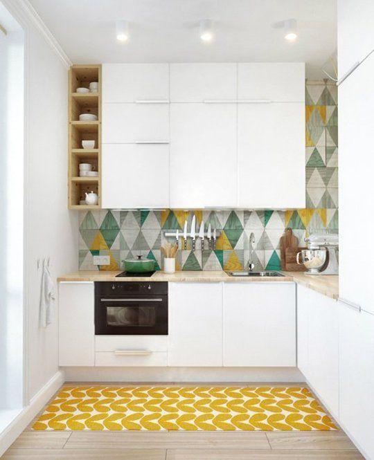 Witte kleine keuken