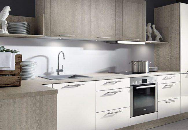 Nieuwe keuken met apparatuur