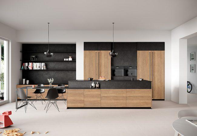 Zwarte met houten keuken