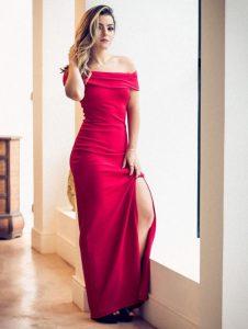 Luisa Peleja com vestido longo
