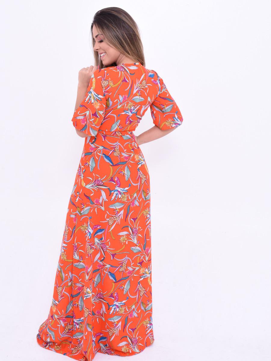 Vestido longo com tecido leve