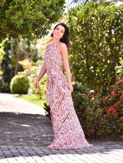 Adriana Santana linda de vestido