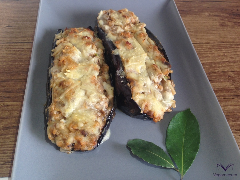 Aubergines stuffed with soy textured with béchamel