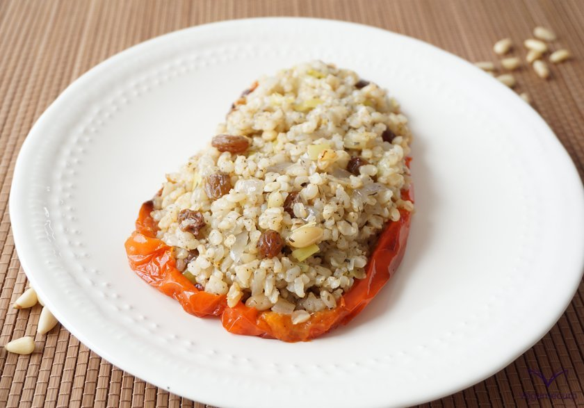 Peppers stuffed with brown rice, raisins and pine nuts