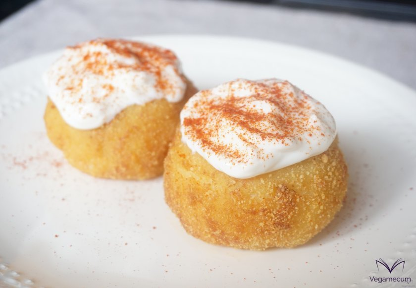 Potato bombs filled with spicy soybeans with aioli