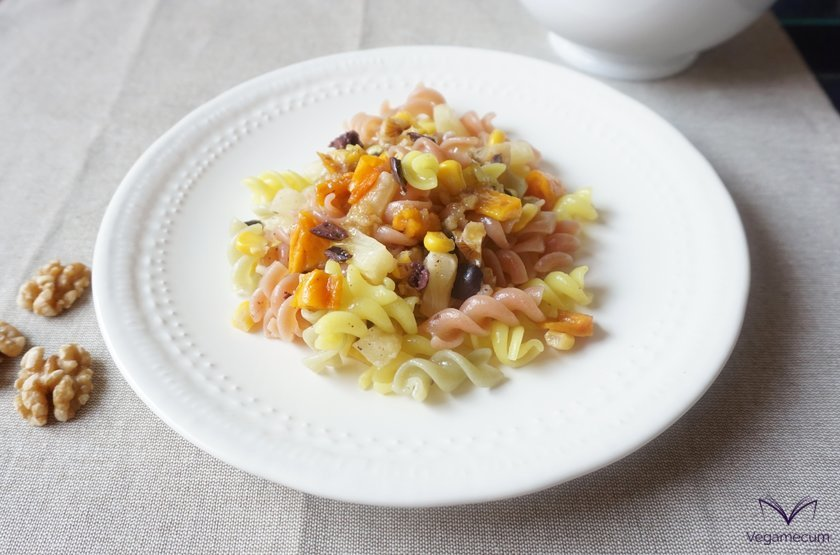 Tropical pasta salad with sweet and sour walnut vinaigrette