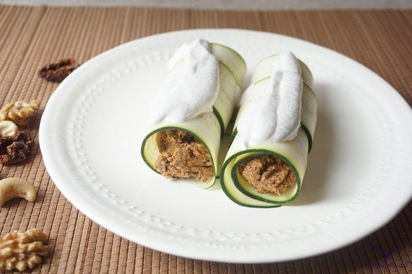 Raw vegan cannelloni with creamy cashew sauce