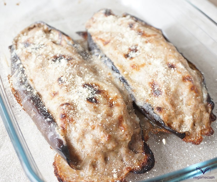Eggplants stuffed with mushrooms and walnuts