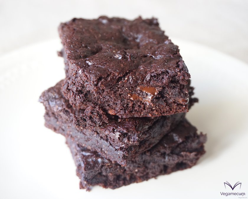 Detail of brownie with pieces of melted chocolate