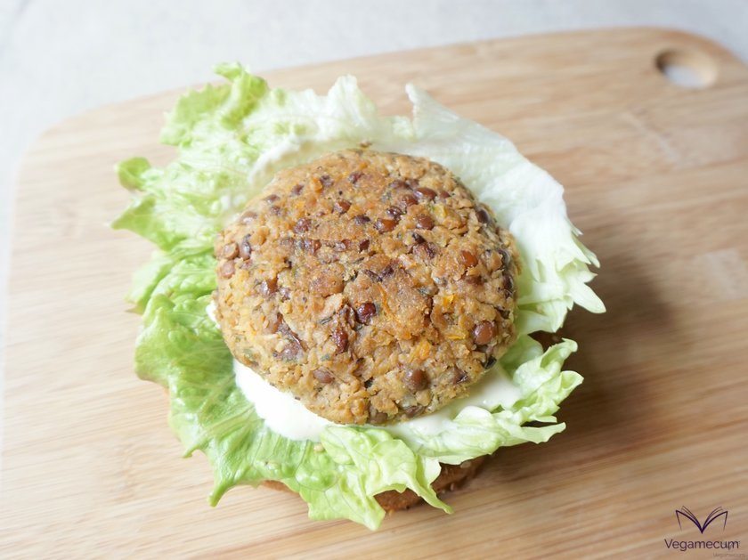 Detail of the lentil, soy and carrot burgers