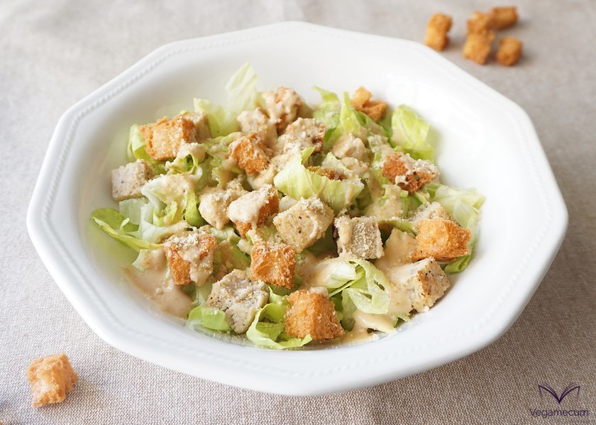 Caesar salad with homemade croûtons finished