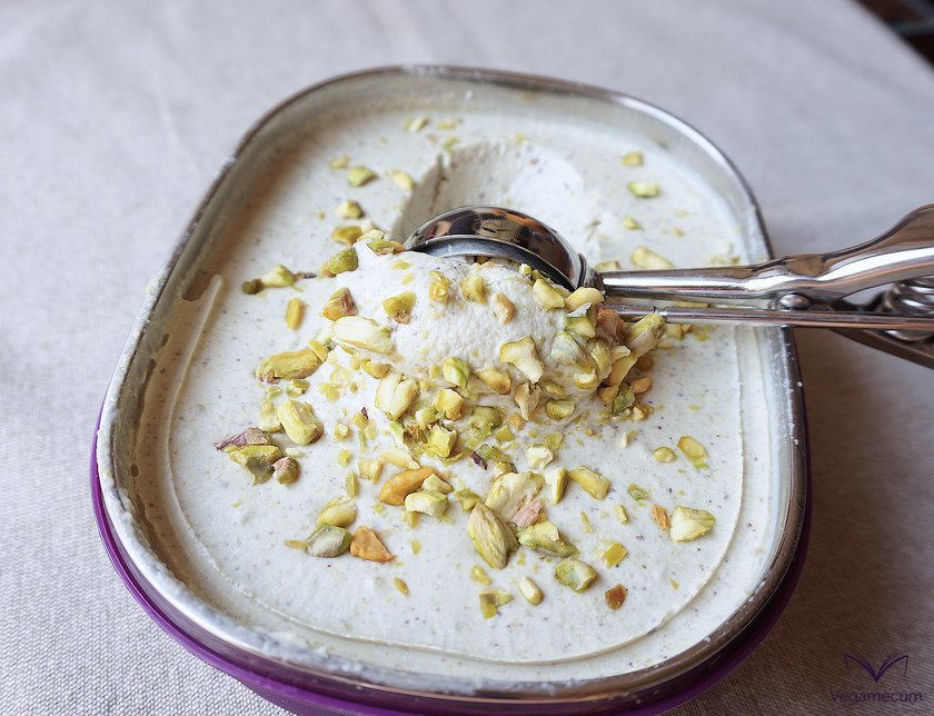 Helado de pistacho listo para servir
