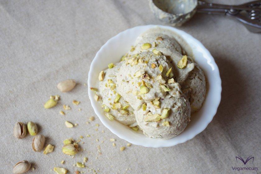 Plano cenital del helado de pistacho