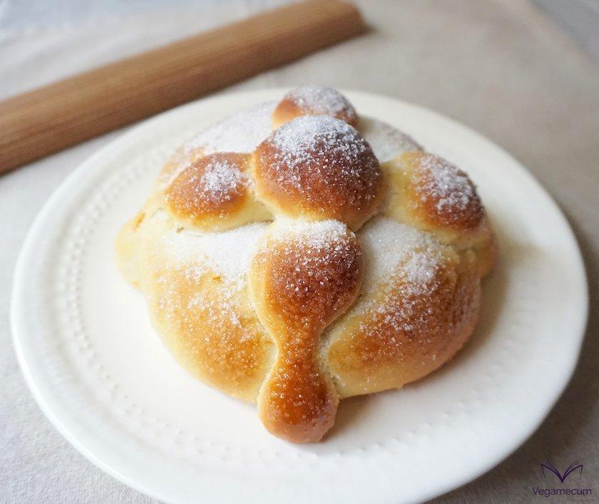Freshly baked Pan de Muerto