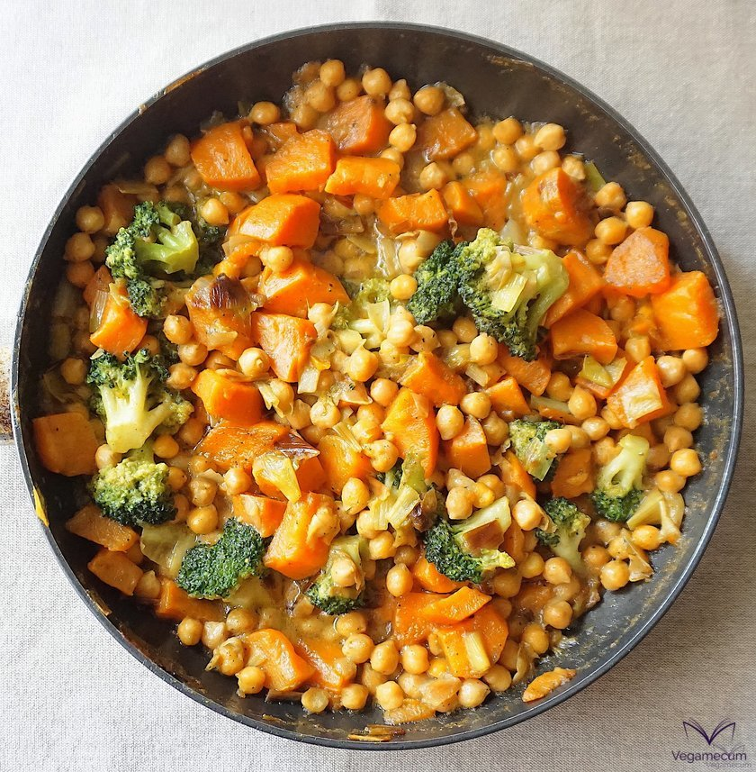Curry de otoño con boniato terminado