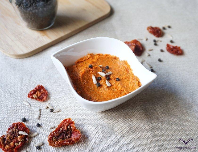 Pepper dry tomato pate