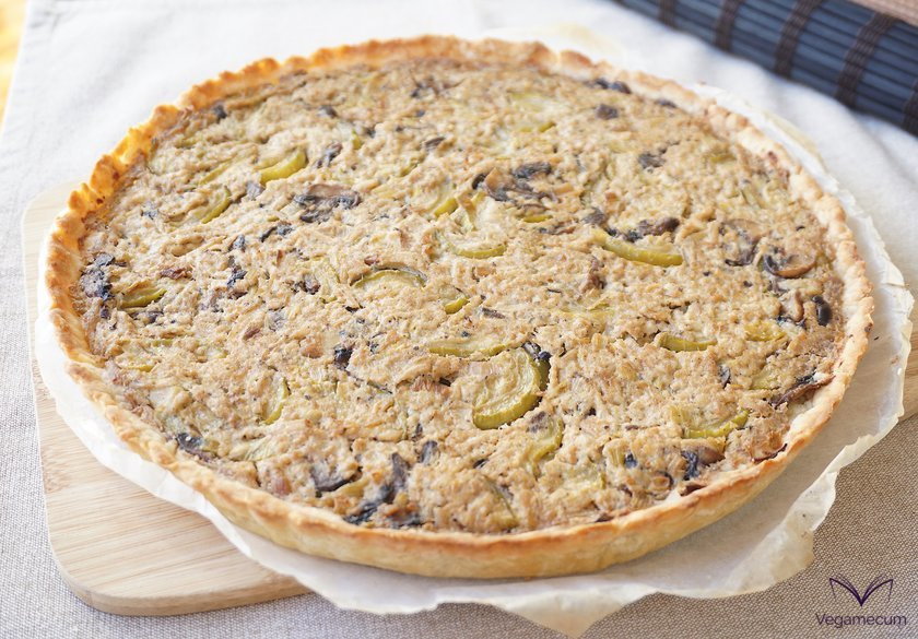 Zucchini and mushroom quiche with finished cream