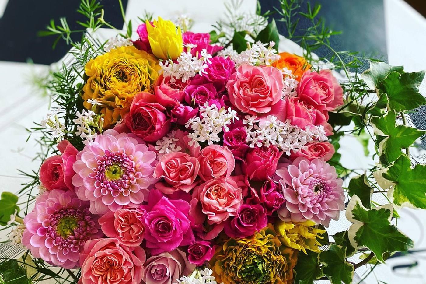 テクニック不要、空き瓶でお洒落にお花を飾る方法 image