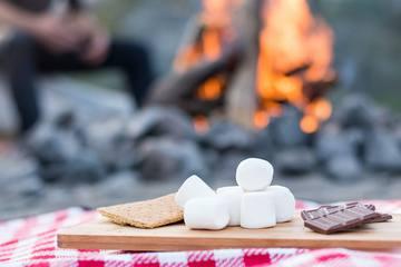 外で食べるとおいしさ2割増し♡子どもと一緒作る簡単キャンプおやつ3選