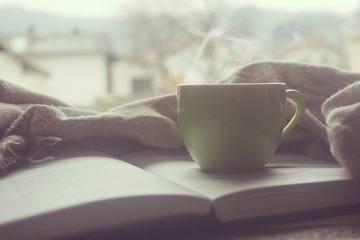 【寝たまま簡単】おはよう後の「5分ヨガ」で1日スッキリ!やり方と効果を紹介