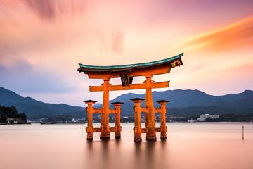 基本情報とおすすめの楽しみ方3選!神様が宿る島 宮島の世界遺産「厳島神社」