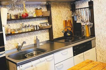 初心者でも簡単!シンプルだったキッチンをDIYで便利に大変身!