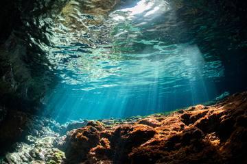 宮古島でダイビング!人気の地形スポット、おすすめダイビングツアー紹介