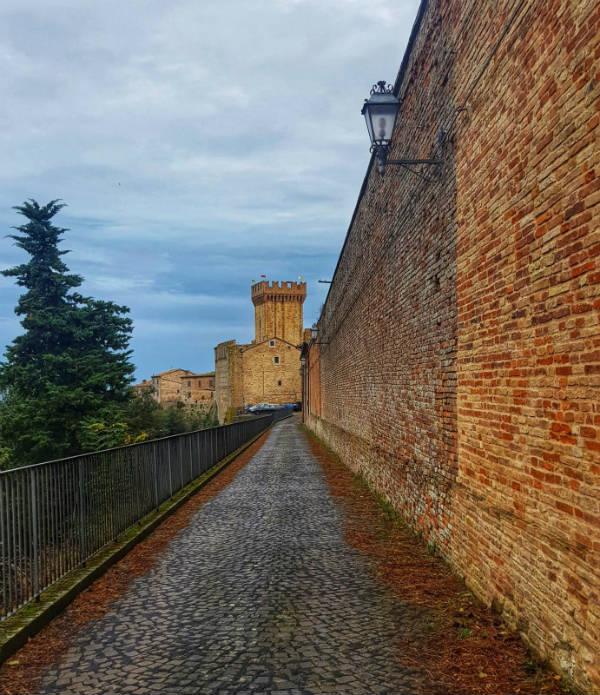 Via del Monastero a Offagna