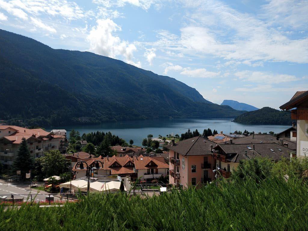 Lago di Molveno visto dal paese