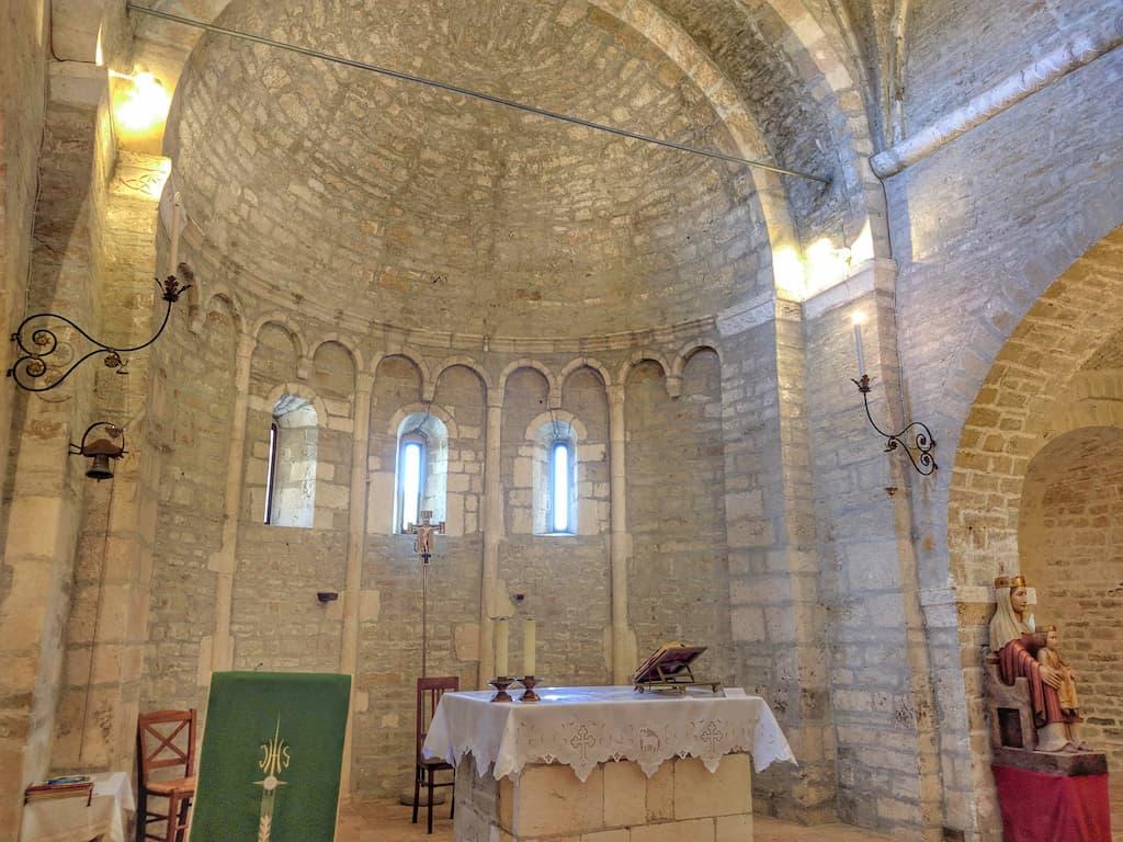 Ampia veduta del presbiterio dell'Abbazia di Sant'Urbano