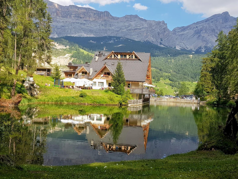 Il lago Sompunt in Val Badia