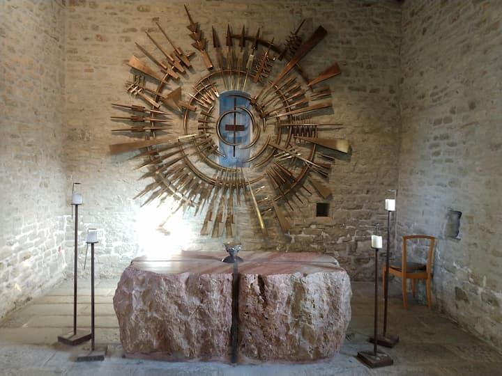 Le opere di Arnaldo Pomodoro nella Chiesa di San Silvestro a Pietrarubbia