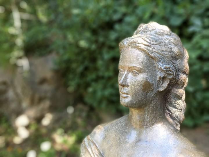 Statua di Sissi ai Giardini a lei intitolati di Merano