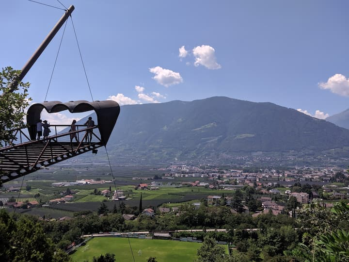 Il binocolo di Matteo Thun ai Giardini di Sissi a Merano