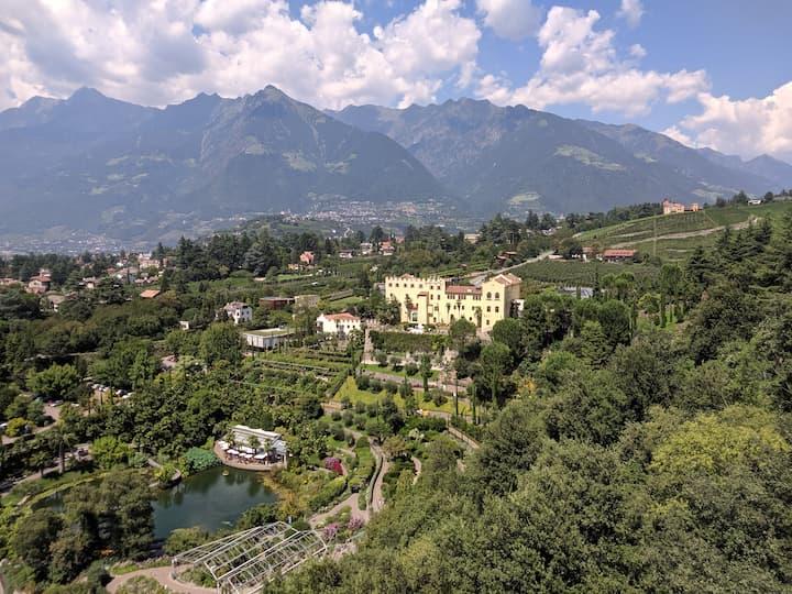 Vista dal binocolo di Matteo Thun sui Giardini di Sissi a Merano