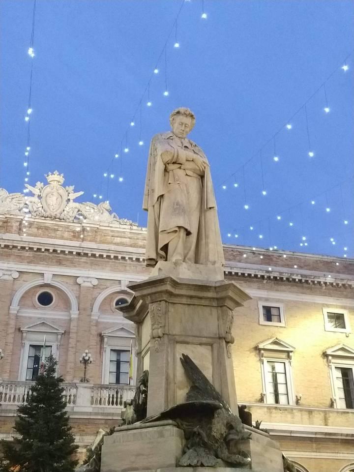 Statua Giacomo Leopardi