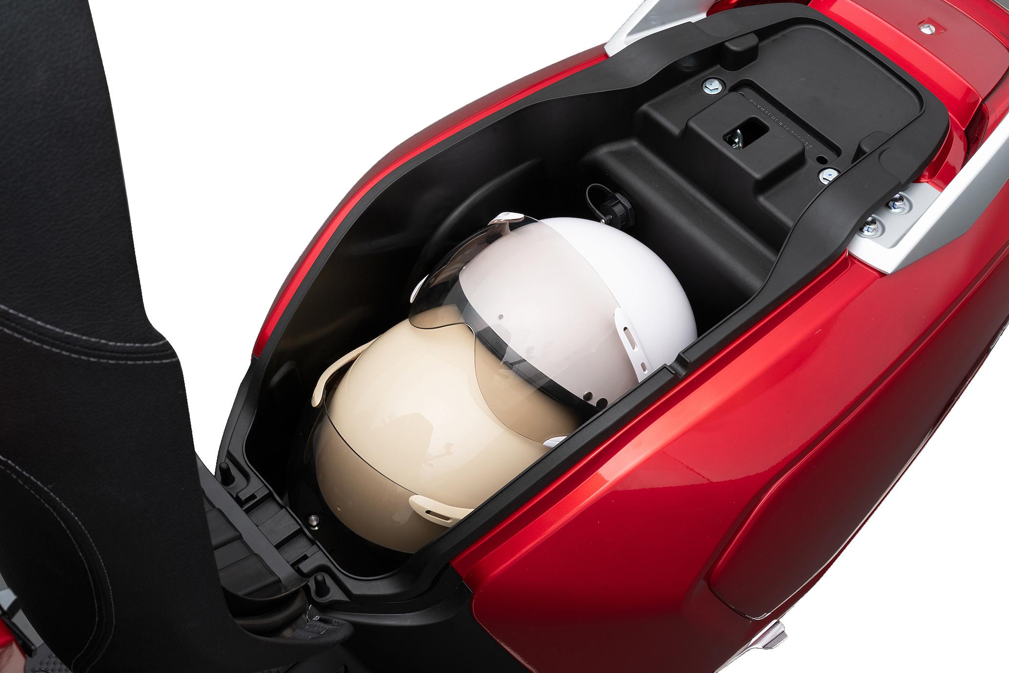 Xe máy điện có cốp xe rộng, thoải mái chứa đồ