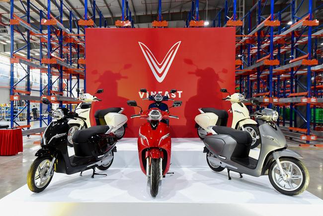 """Hinh anh VinFast cong bo lo trinh ap dung gia """"3 khong"""" cho o to - xe may dien"""