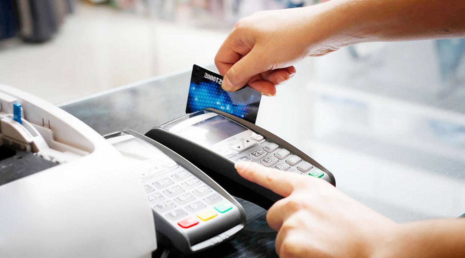 Quẹt thẻ ATM thanh toán an toàn và dễ dàng (Nguồn: tien24h.vn)