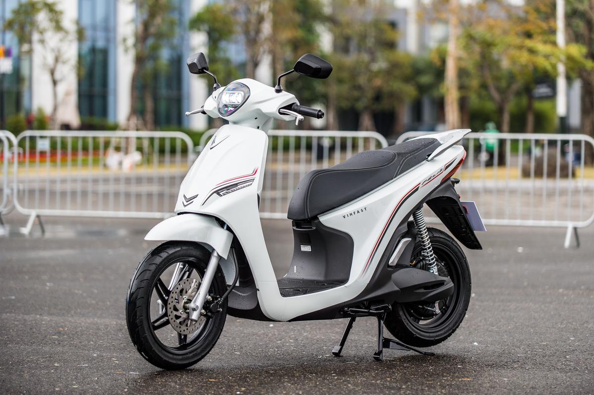 Xe máy điện VinFast Feliz có kiểu dáng thanh lịch, gọn gàng, thuận tiện khi di chuyển trong phố