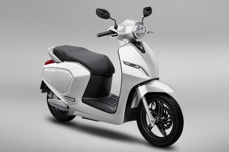 Màu trắng của xe máy điện VinFast rất hợp với người mệnh Kim