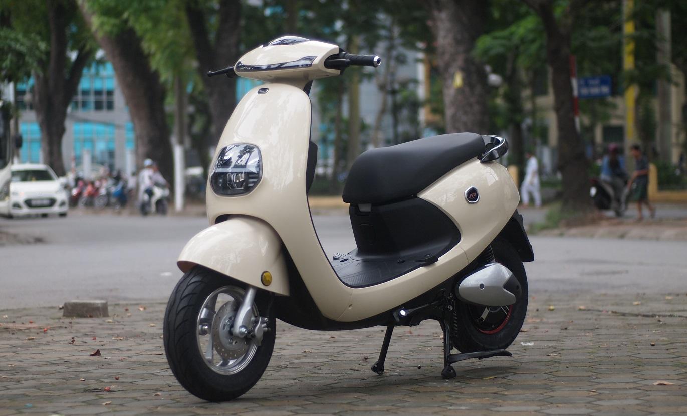 Xe máy điện Gogoro JVC màu be dịu dàng nữ tính