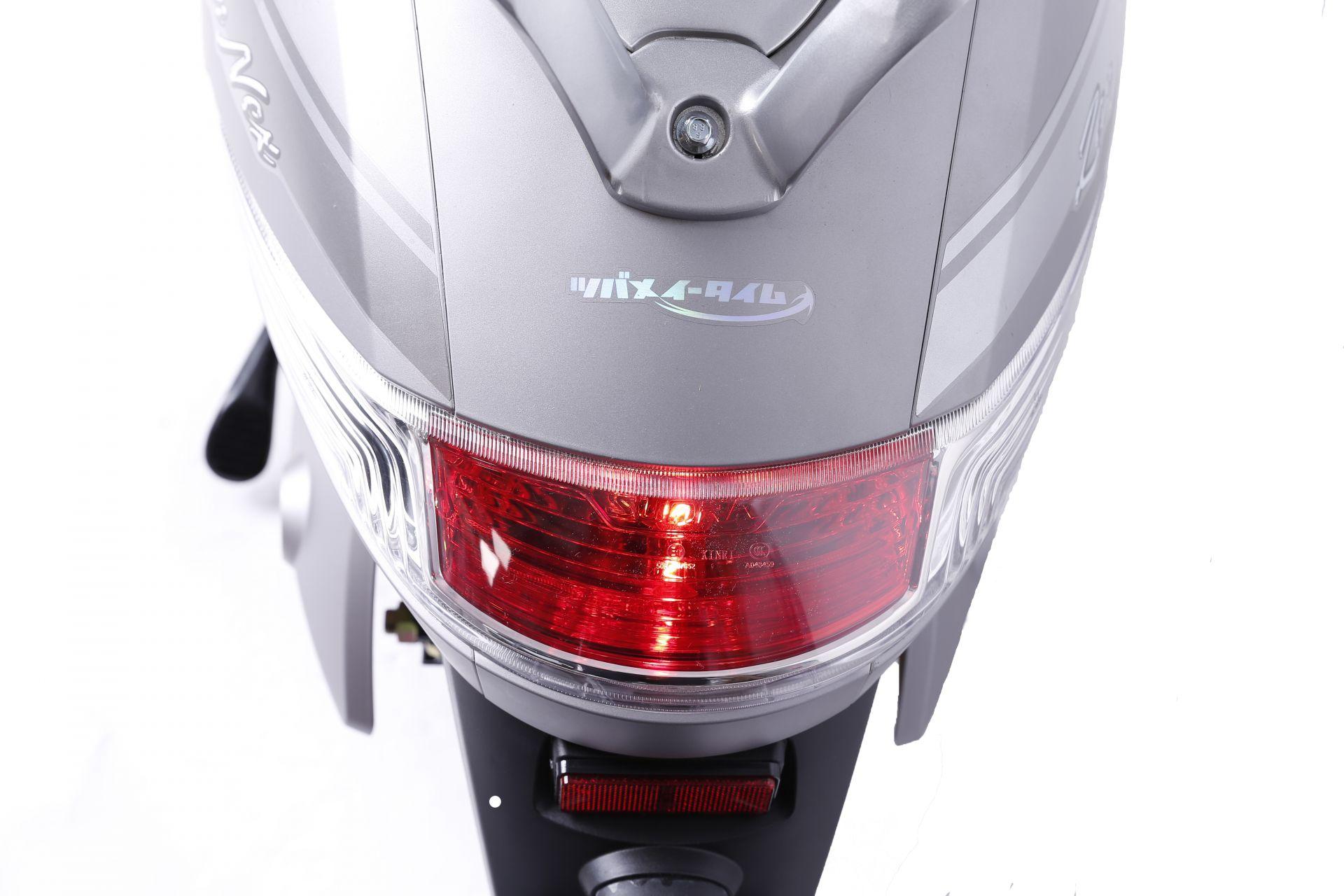Xe máy điện Vespa Tsubame Zenex có hệ thống đèn chiếu hậu tinh tế