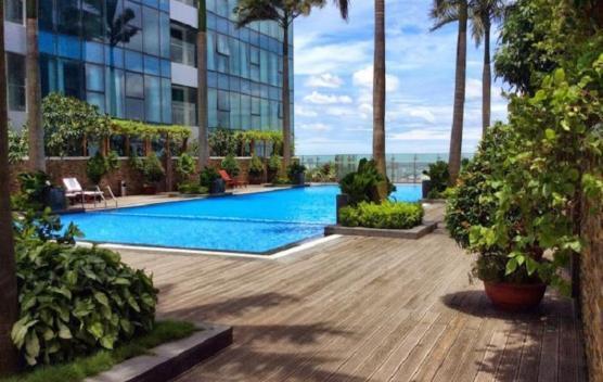 Bể bơi tiêu chuẩn quốc tế Sky Pool