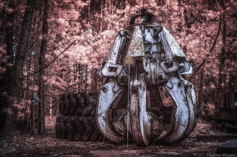 """Chernobyl: A Stalker's Paradise"" – Photographer Vladimir Migutin Captures The Chernobyl Exclusion Zone In Infrared"