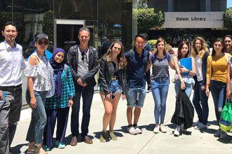 estudiantes internacionales diplomados de negocio en Universidad de California San Diego