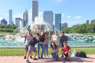estudiantes internacionales de los cursos de inglés visitando Chicago