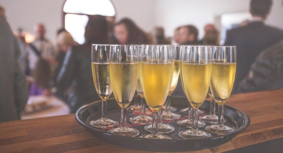 Cantidad y proporción de bebida para una fiesta