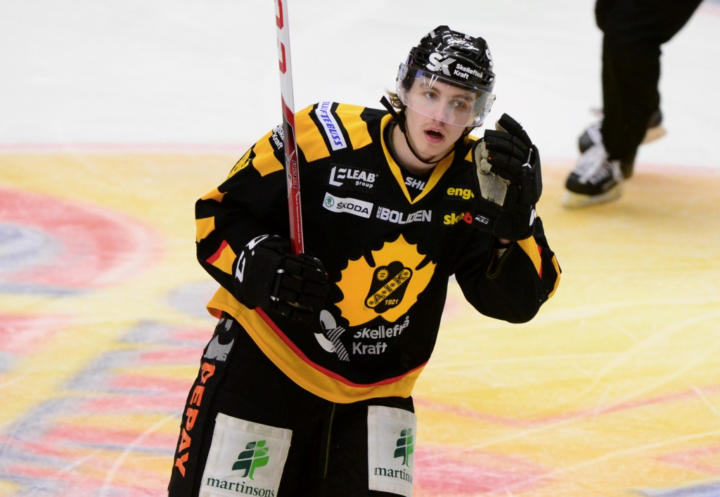 Sebastian Aho blev storhjälte igår när han startade den osannolika vändningen med ett drömmål. FOTO: Robert Granström, TT.